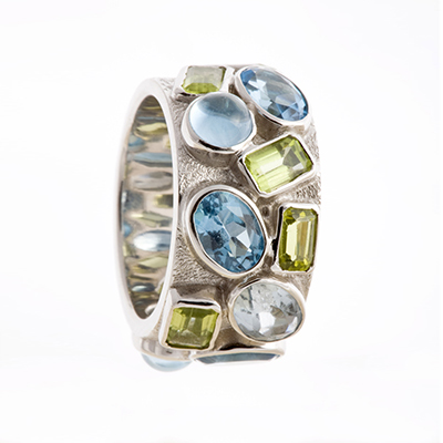 18K WHITE GOLD, PERIDOTS AND TOPAZ RING