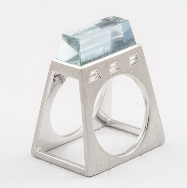 18K WHITE GOLD, AQUAMARINE AND DIAMONDS RING