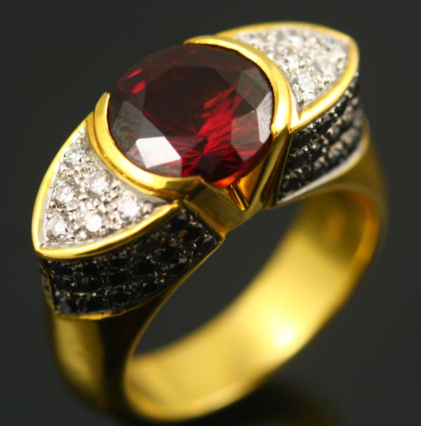 18K YELLOW GOLD, RHODOLITE GARNET, WHITE AND BLACK DIAMOND RING