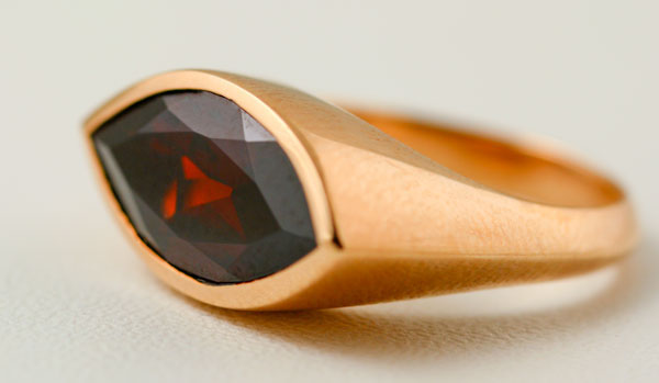 9K ROSE GOLD AND GARNET RING