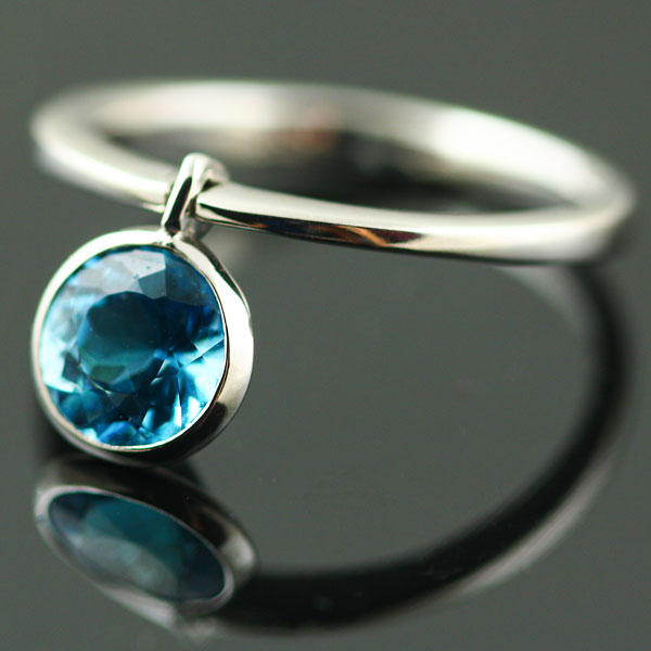 9K WHITE GOLD AND TOPAZ RING