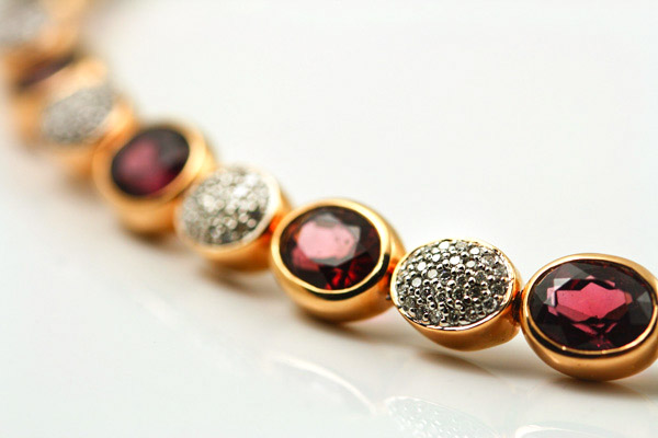 18K ROSE AND WHITE GOLD DIAMOND AND GARNET BRACELET