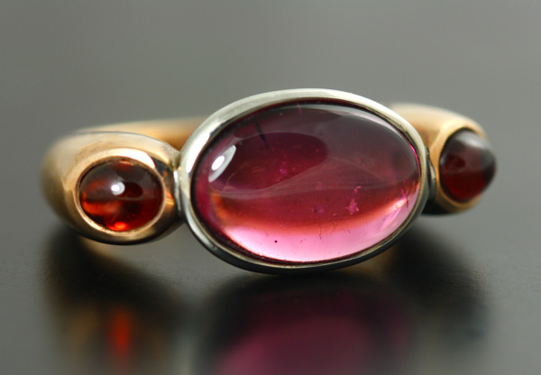9K ROSE AND WHITE GOLD, TOURMALINE AND GARNET RING