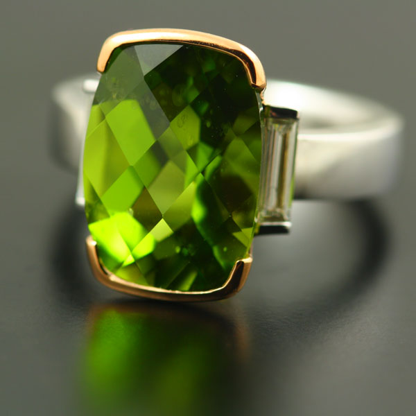 18K WHITE AND ROSE GOLD, PERIDOT AND DIAMOND RING