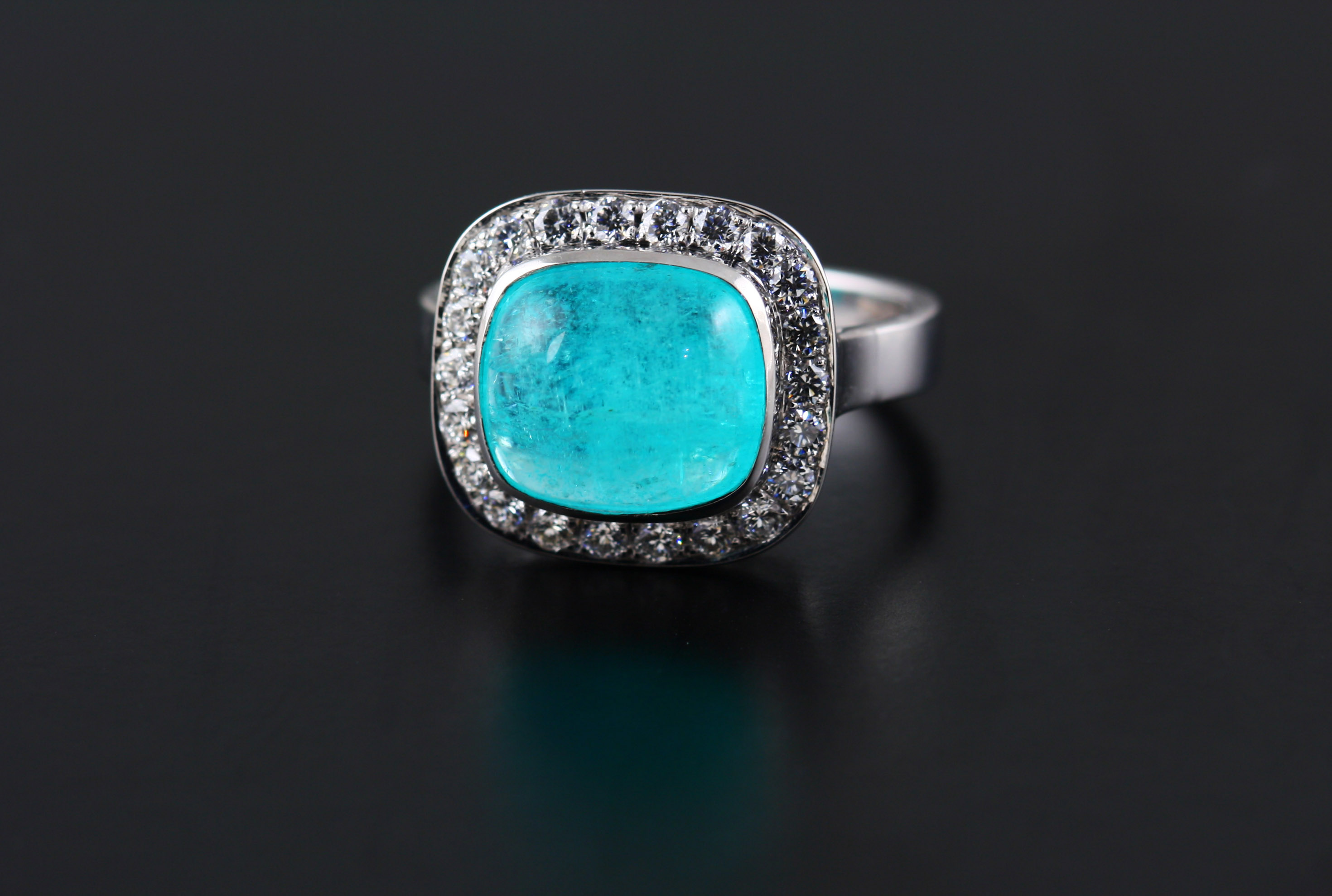 18K WHITE GOLD, PARAIBA TOURMALINE AND DIAMOND RING