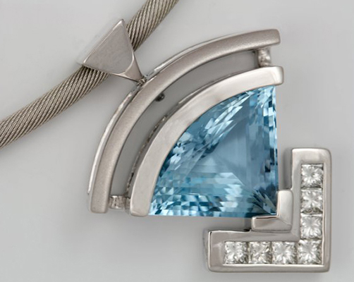 18K WHITE GOLD AQUAMARINE AND DIAMONDS PENDANT
