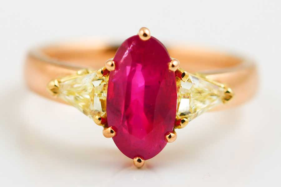 18K ROSE AND YELLOW GOLD, RUBY AND YELLOW DIAMOND RING