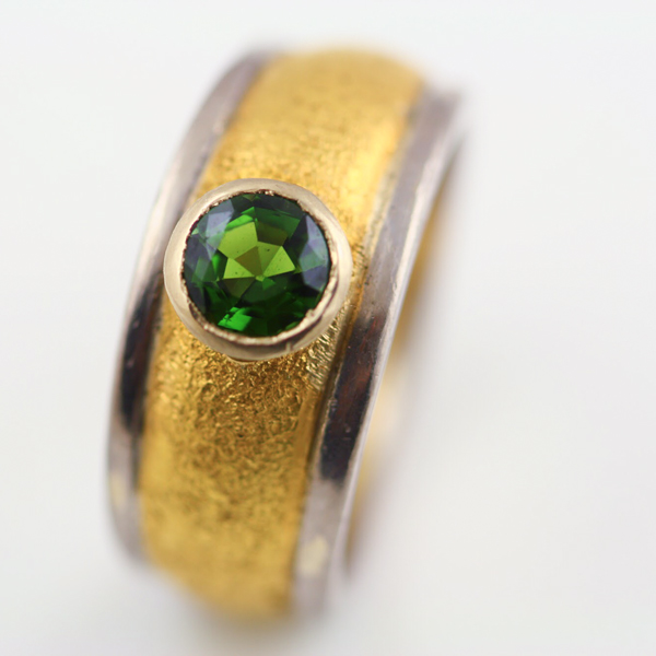 18K YELLOW AND WHITE GOLD AND TOURMALINE RING